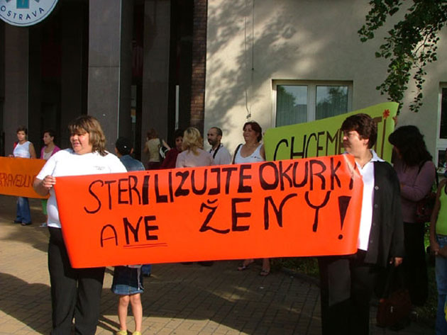 הפגנה מול בית החולים באוסטרבה
