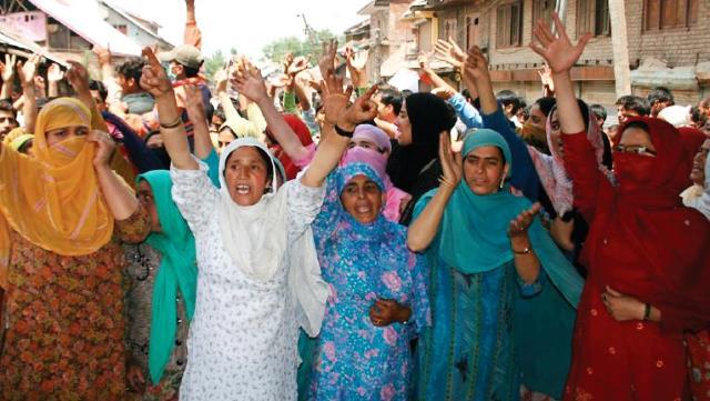 Kashmiri Women protesting