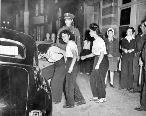 נערות פאצ'וקה במעצר